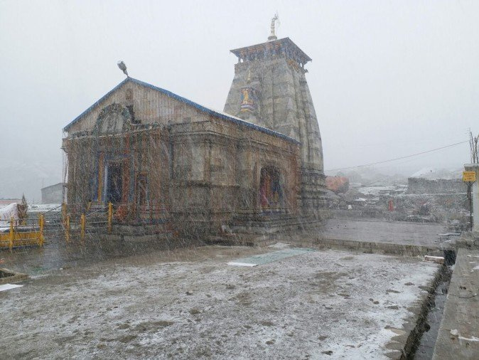 first snowfall in kedarnath dham campus