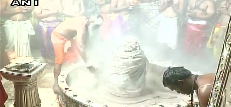 see in pictures Mahakal bhasm aarti performed at Ujjain Mahakaleshwar Temple