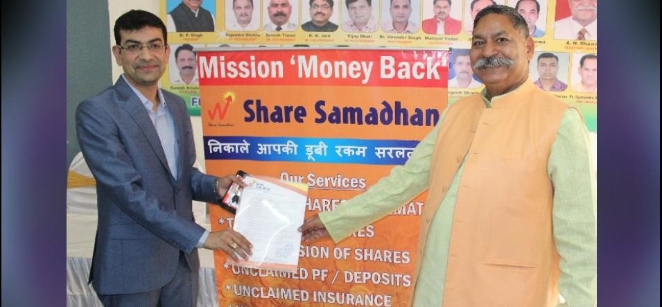 fonrwa shook hand with share samadhan