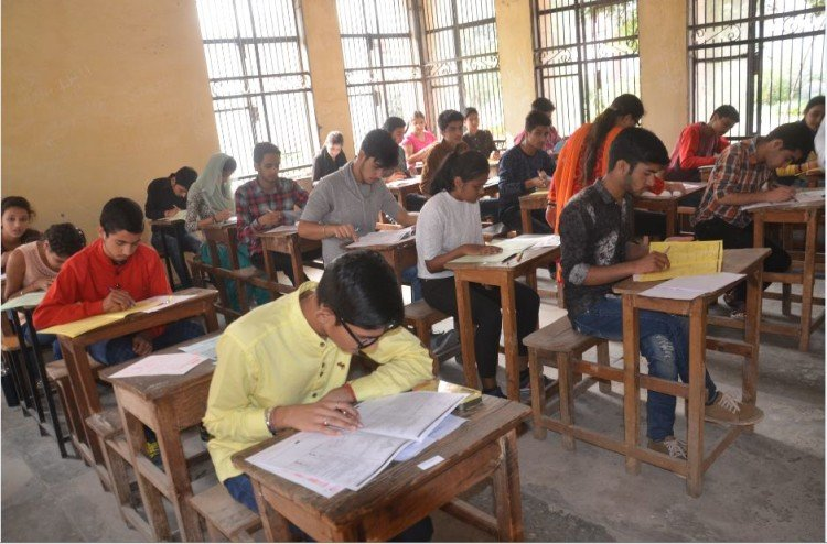 more than one lakh student leave UP board exam in purvanchal
