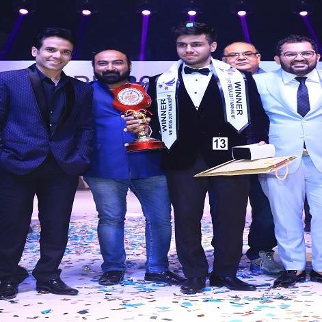 Delhi boy Gaurang Arora wins the Mr India Manhunt 2017 title Tusshar Kapoor gives the trophy