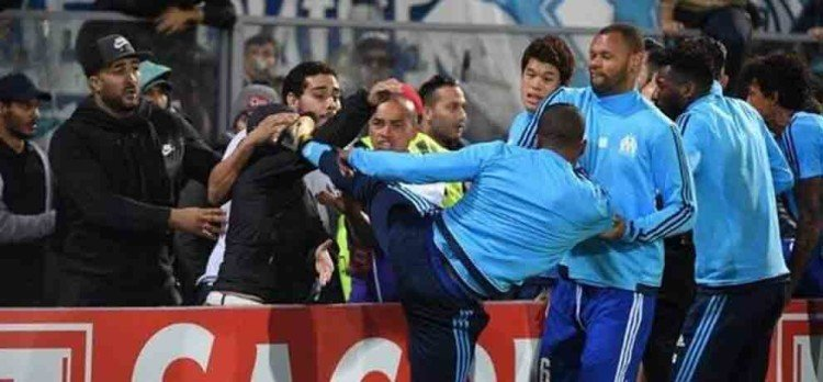 Video: Patrice Evra kicking fan before the start of the match