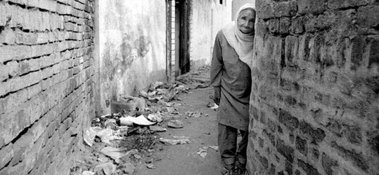 Tavleen Singh expressed the Heinous seen of 1984 sikh riots when bodies are spread on roads