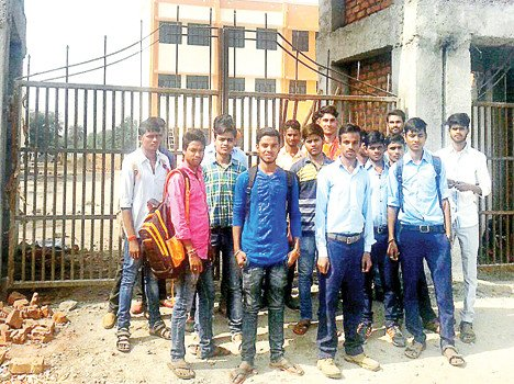 Student's sloganeering seen on lock at ITI gate