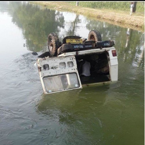 mirzapur school van turn down into canal