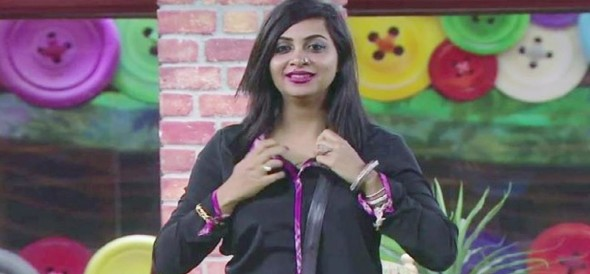 Arshi khan tearing her top off in big boss 11 home for TRP