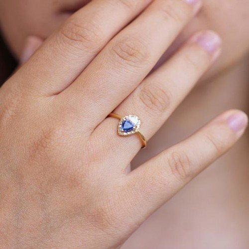 know 8 things about neelam stone or Sapphire Gemstone when you wear it