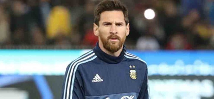 messi clear doubts over admitting his friends in argentina football team