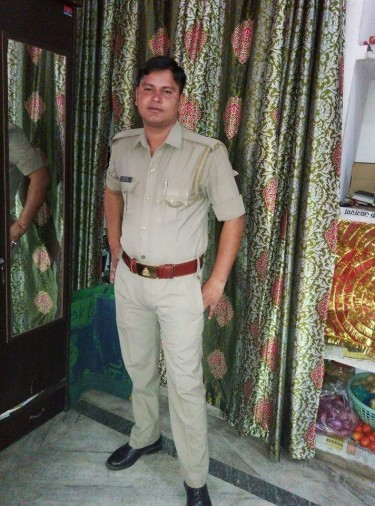 deadbody indentity in raoad accident as police constable
