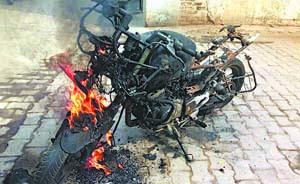 In the Pritam Nagar, the bullets, bikes, and even burnt the youth