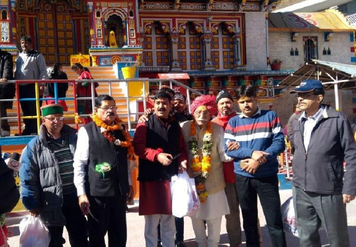 MDH Spices Owner dharampal gulati gave gift to badrinath dham