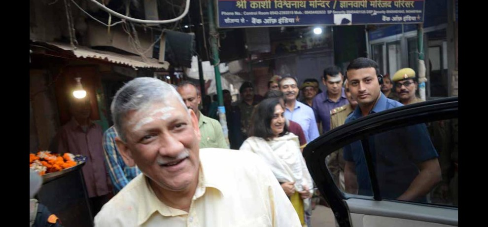army chief bipin rawat worship at kashi vishwnath temple