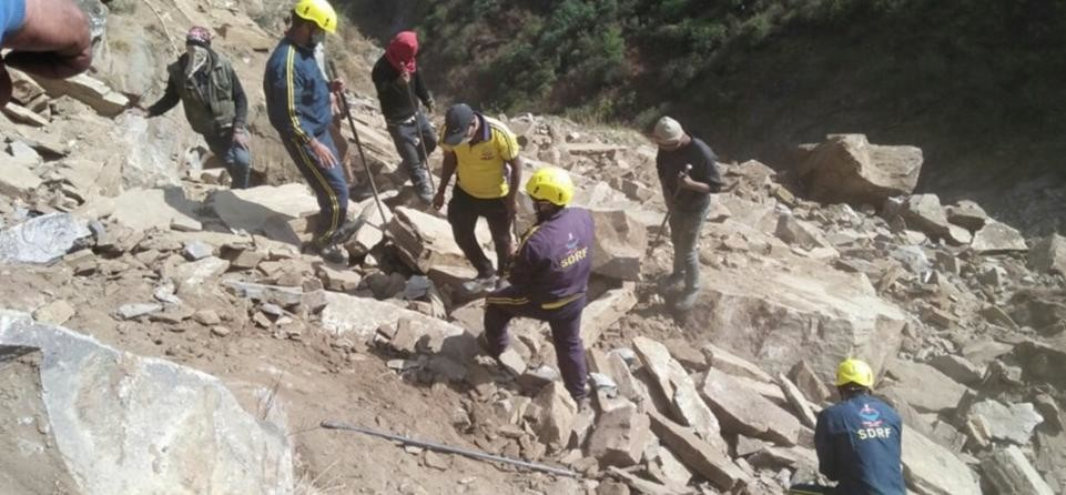 sdrf team rescue villager dead body from under Rock