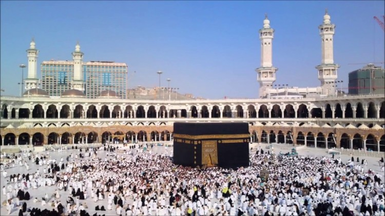 know about story of kaaba and how it was built the largest religious place of Muslims