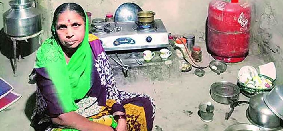 when Maharashtra engineers mother gots gas cylinder in house he thanks to PM modi