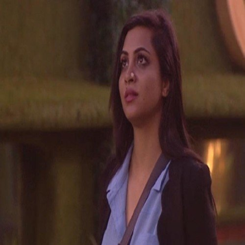 arshi khan sacrifies her all nighties because of puneesh in bigg boss 11