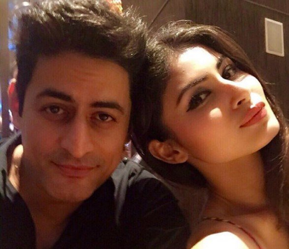 mohit raina shared a selfie with cute message on instagram with his girlfriend mouni roy