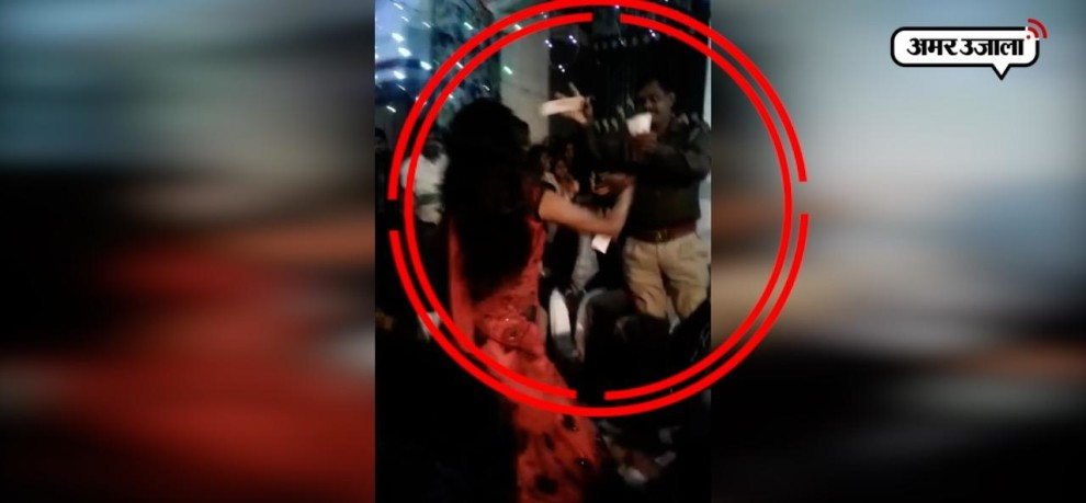 Police man dancing and throwing money on dancers in gonad, video goes viral