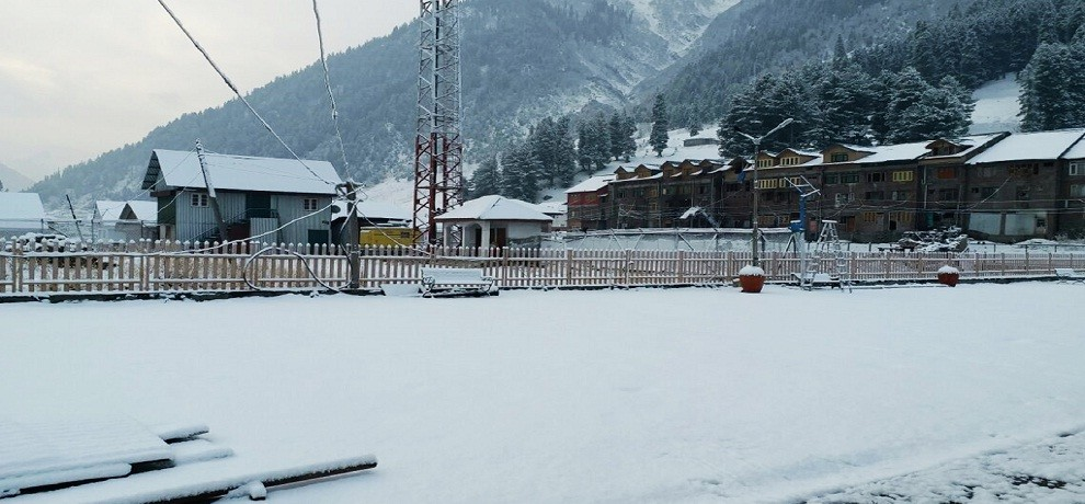 First Snowfall of the Season in jammu and kashmir