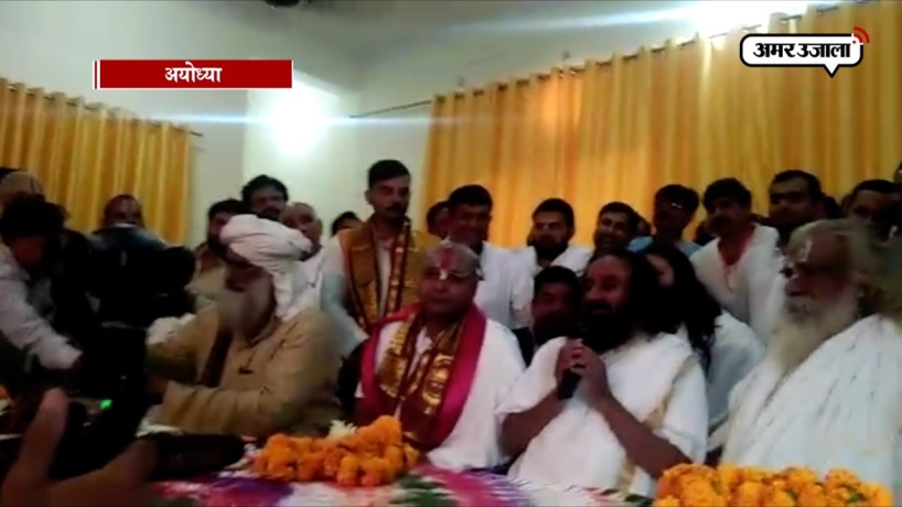 Sri Sri Ravi Shankar initiates talks with Babri Mosque litigant