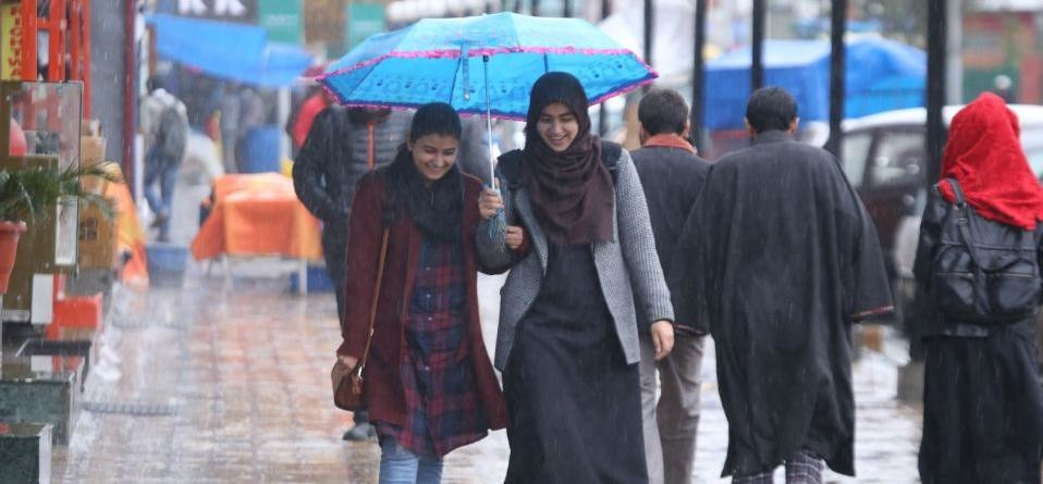 weather in the kashmir valley has changed, Heavy rain today in srinagar