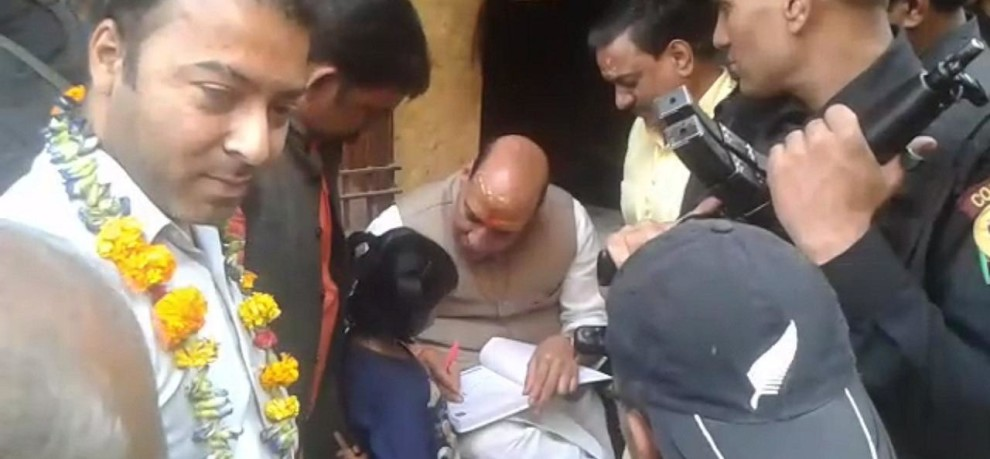 HOME MINISTER RAJNATH SINGH GIVES AUTOGRAPH TO BABY GIRL ADHYA IN VARANASI
