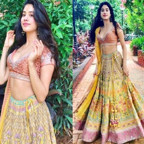 Try these different dresses of Jhanvi Kapoor in this wedding season