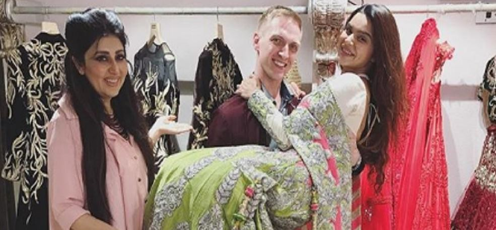 Television actress Aashka Goradia posted wedding dress picture on social media
