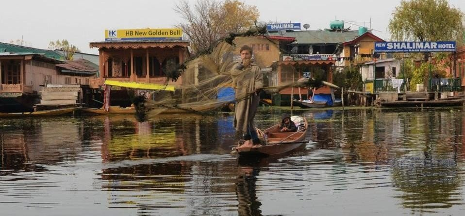 after winters begins see the pictures of dal lake and Kashmir valley