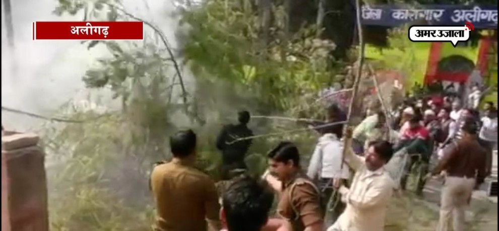 VIDEO:  Car suddenly burn in aligarh