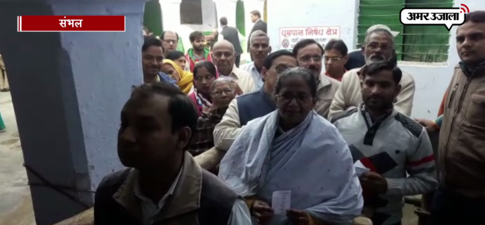 Minister of State Gulabdevi also cast votes in queue