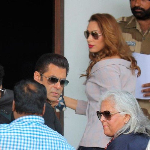 Salman Khan spotted at airport with his girlfriend Iulia Vantur
