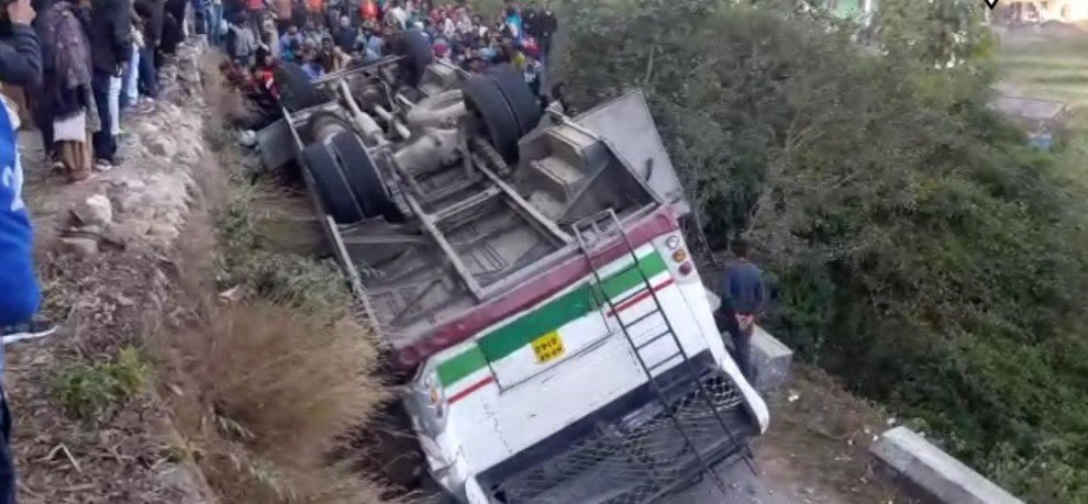 21 INJURED BUS ACCIDENT ON PATHANKOT MANDI NATIONAL HIGHWAY 154