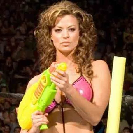 candice michelle returns after 8 years and wins retirement match