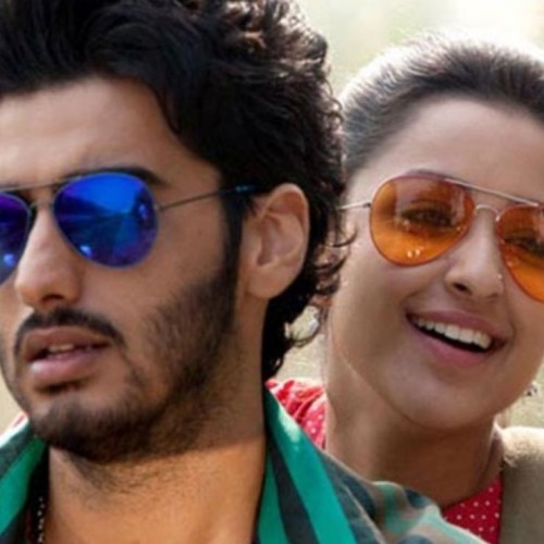 Parineeti and Arjun kapoor fans crowd during the shooting