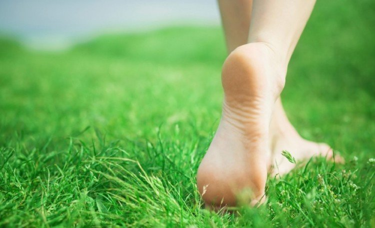Know about the magical Health Benefits Of Going Barefoot