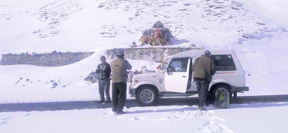 jalori pass closed due to fresh snowfall in himachal