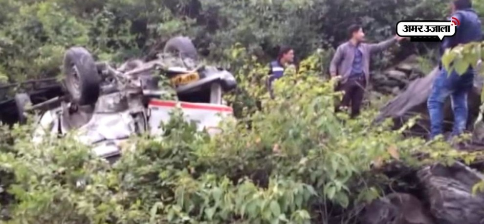 4 dead 8 injured after vehicle falls in cliff near Teen Dhara Uttarakhand