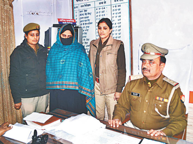 arrested woman with 2 lakh charas