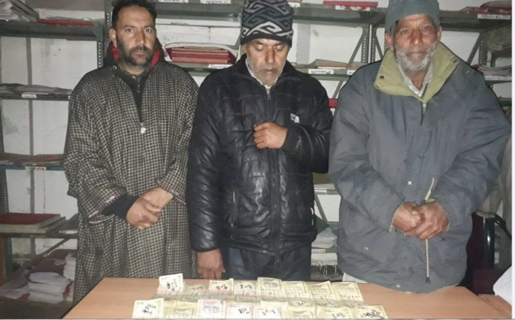 three person arrested by srinagar police with 13 lacs demonetised currency