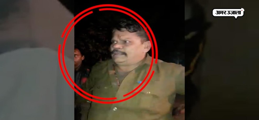 VIRAL VIDEO OF UP POLICE INSPECTOR ARGUING WITH RETIRED ARMY PERSONALS FOUR ARRESTED FOUR ABSCONDED