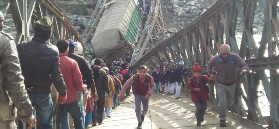 horrible photos of uttarkashi valley bridge broken on Gangotri highway