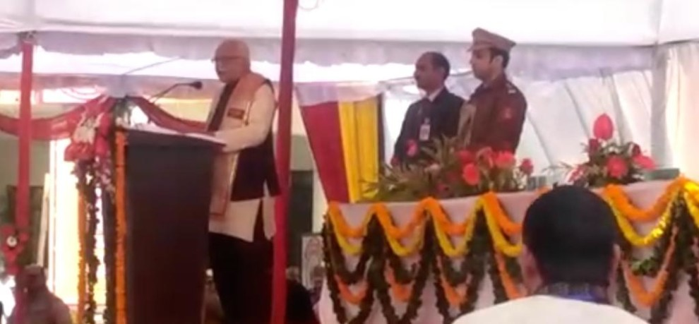GOVERNOR RAM NAIK DISTRIBUTES MEDALS TO STUDENTS IN GORAKHPUR