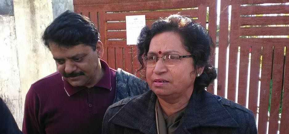 Child Commission member Sharda Tripathi reached Balika Niketan