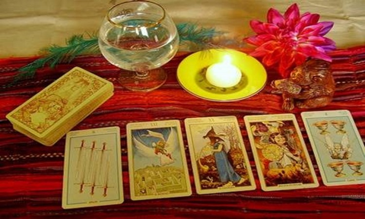 new year 2018 tarot card horoscope Know your future