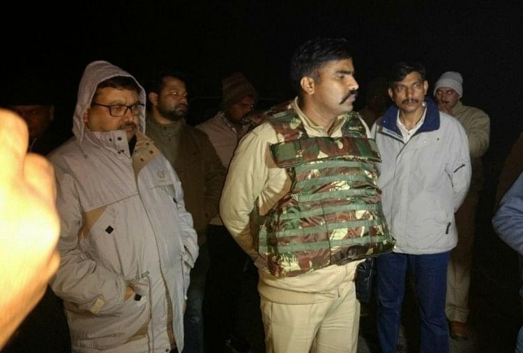 Image result for यूपी पुलिस ने किया एनकाउंटर, 1 बदमाश ढेरव1 गिरफ्त में