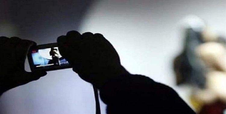 Trap Of Cyber Criminal Blackmailed By Pornographic Video Calls - अश्लील  वीडियो कॉल के जाल में फंसकर ब्लैकमेल हुए लोग, साइबर अपराधियों ने ठगी का  निकाला 'नया तरीका' - Amar Ujala ...