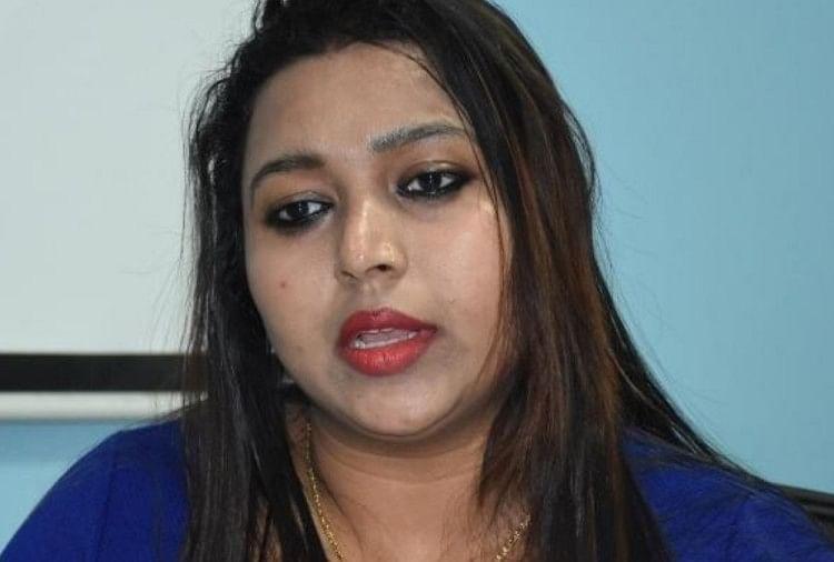 Miss Jammu Anara Gupta Now Looting People In Several State Of India, Looted In Name Of Ajay Devgn - अश्लील वायरल वीडियो से फेमस हुई अनारा अब ठगी के आरोप में फंसी,
