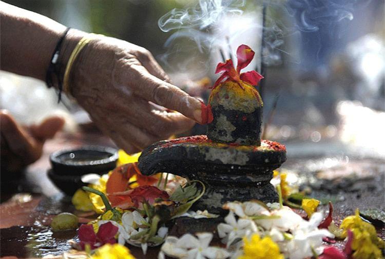 शिव जी की पूजा में केतकी के फूल वर्जित माने गए हैं(प्रतीकात्मक तस्वीर)
