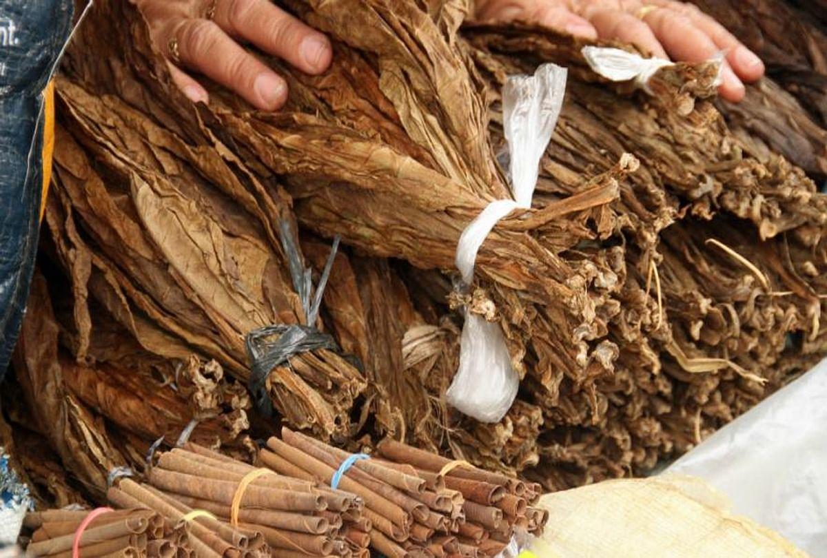 Gst Officers Raid On Ganesh Chhap Tobacco At Kanpur - इस ...